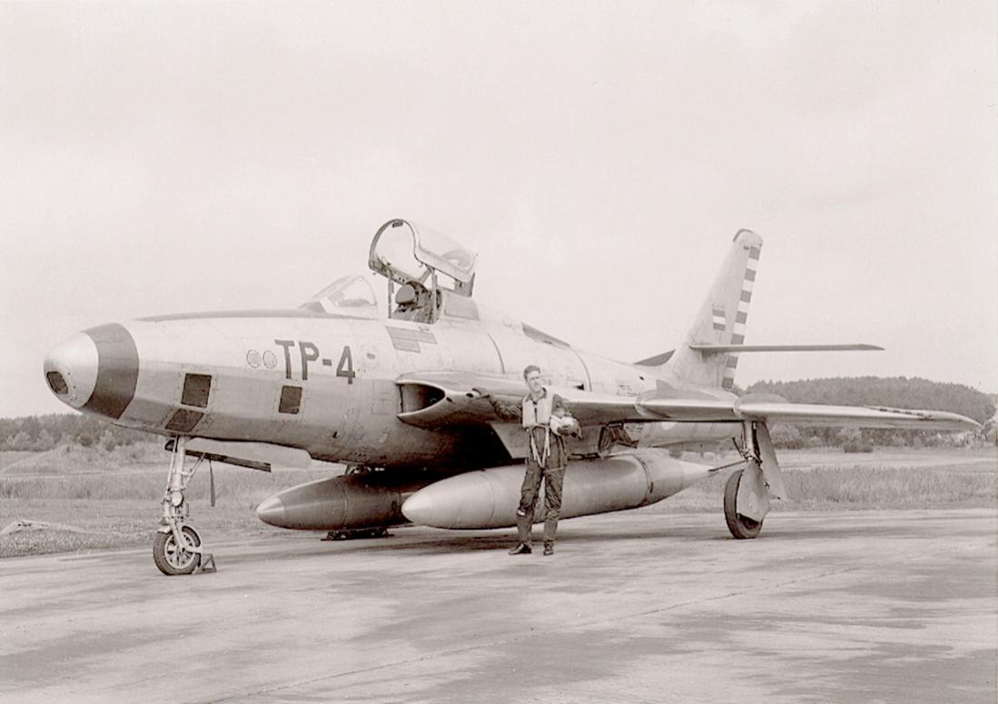 Naam: Foto 228. 'TP-4'. Republic RF-84F Thunderflash. 1100 breed.jpg Bekeken: 259 Grootte: 73,4 KB