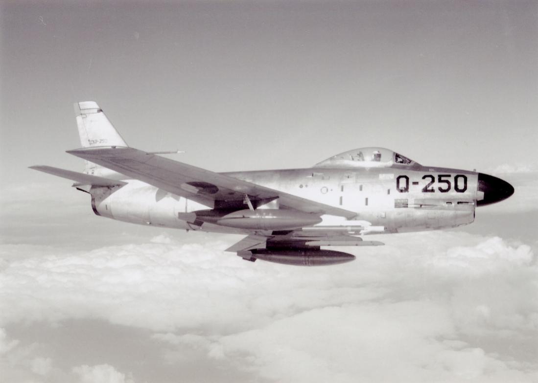 Naam: Foto 261. 'Q-250'. North American F-86K Sabre. 1100 breed.jpg Bekeken: 165 Grootte: 49,0 KB