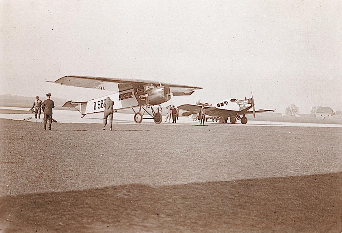 Naam: Foto 423. D-587 'Neckar'. Fokker-Grulich F.II:F.IIb en Dornier F.13.jpg Bekeken: 83 Grootte: 115,5 KB