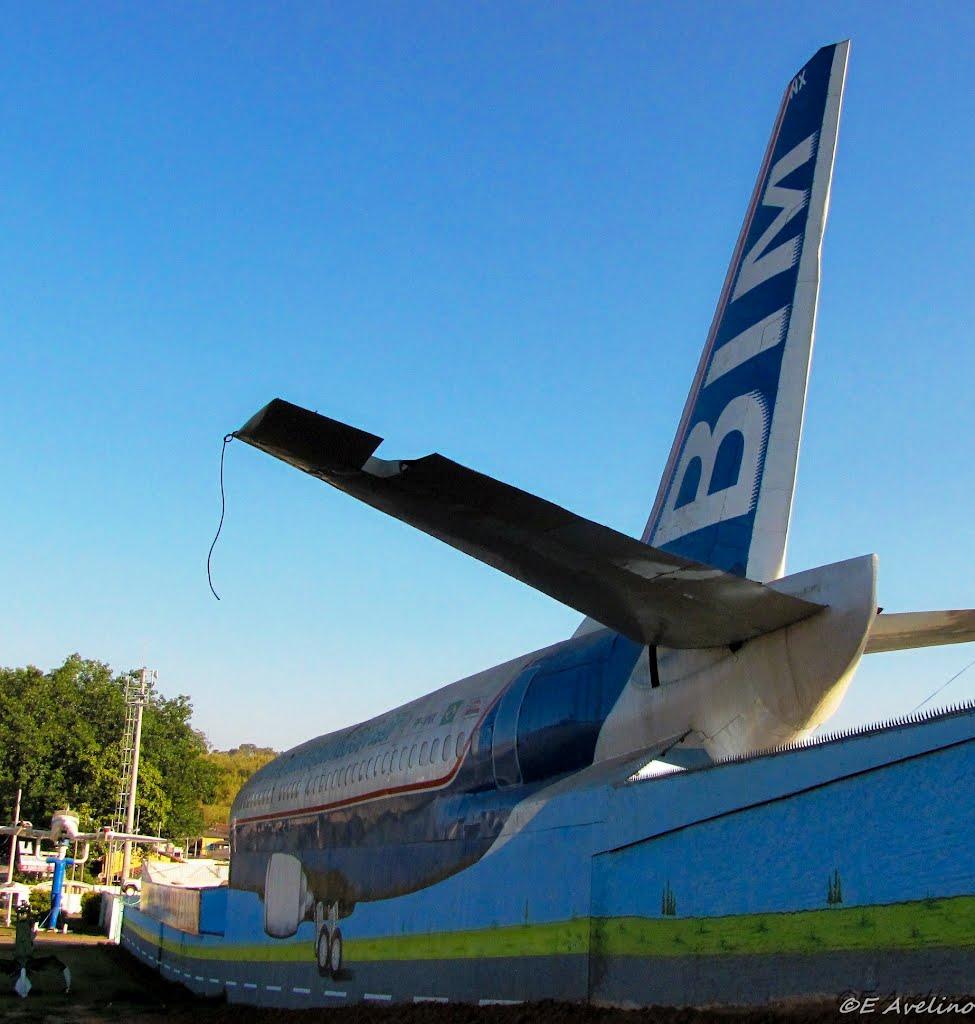 Naam: Boeing 737 - Sloperij Campinas.jpg Bekeken: 104 Grootte: 101,3 KB