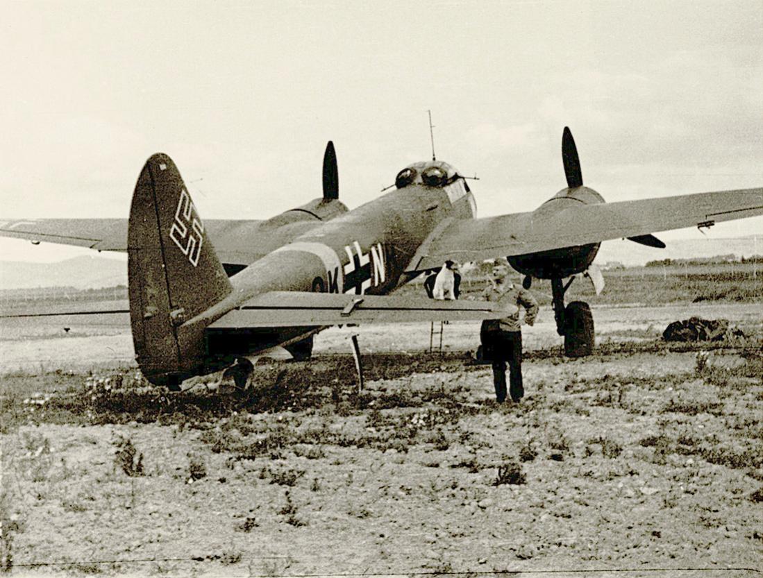 Naam: Foto 497. Junkers Ju 88, mascotte op stabilo. 1100 breed.jpg Bekeken: 185 Grootte: 158,5 KB