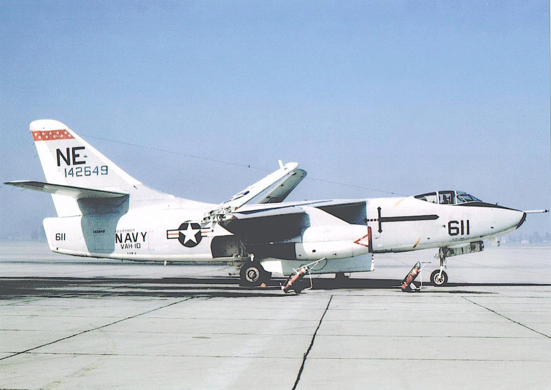 Naam: Foto 687. Douglas A3D-2 Skywarrior (s:n 142649), redesignated A-3B in 1962. Converted to KA-3B b.jpg Bekeken: 282 Grootte: 92,8 KB