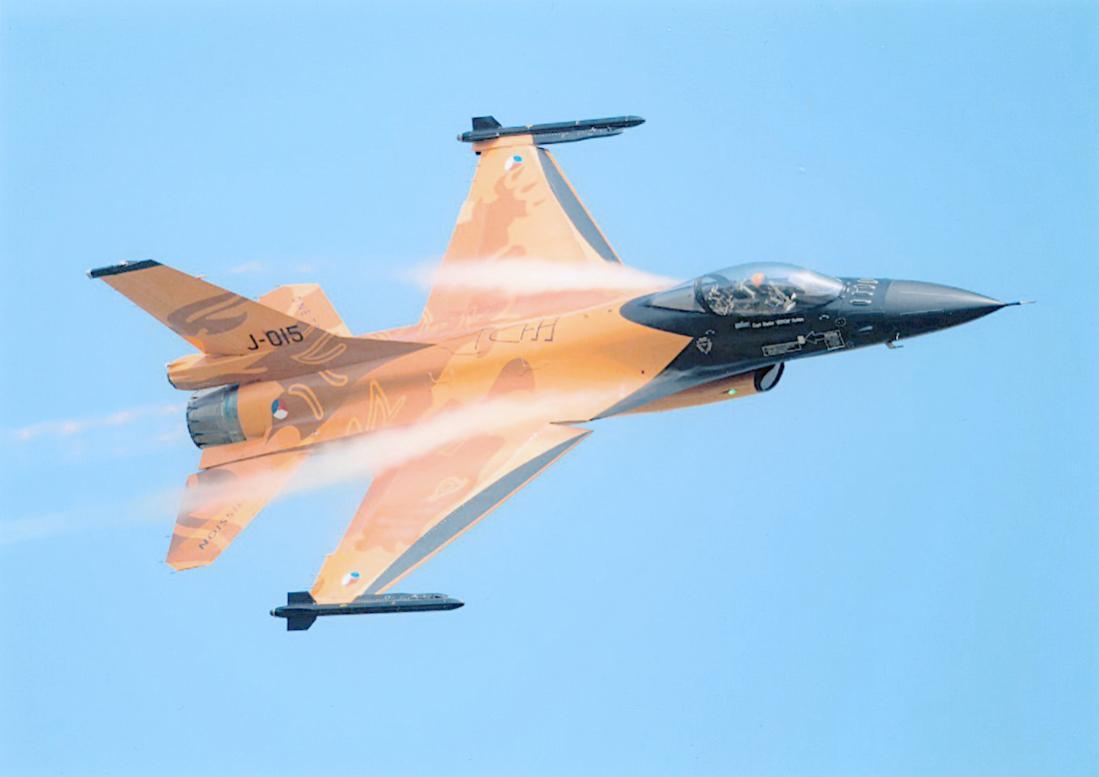 Naam: Foto 243. 'J-015'. F-16A MLU. 1100 breed.jpg Bekeken: 242 Grootte: 41,5 KB