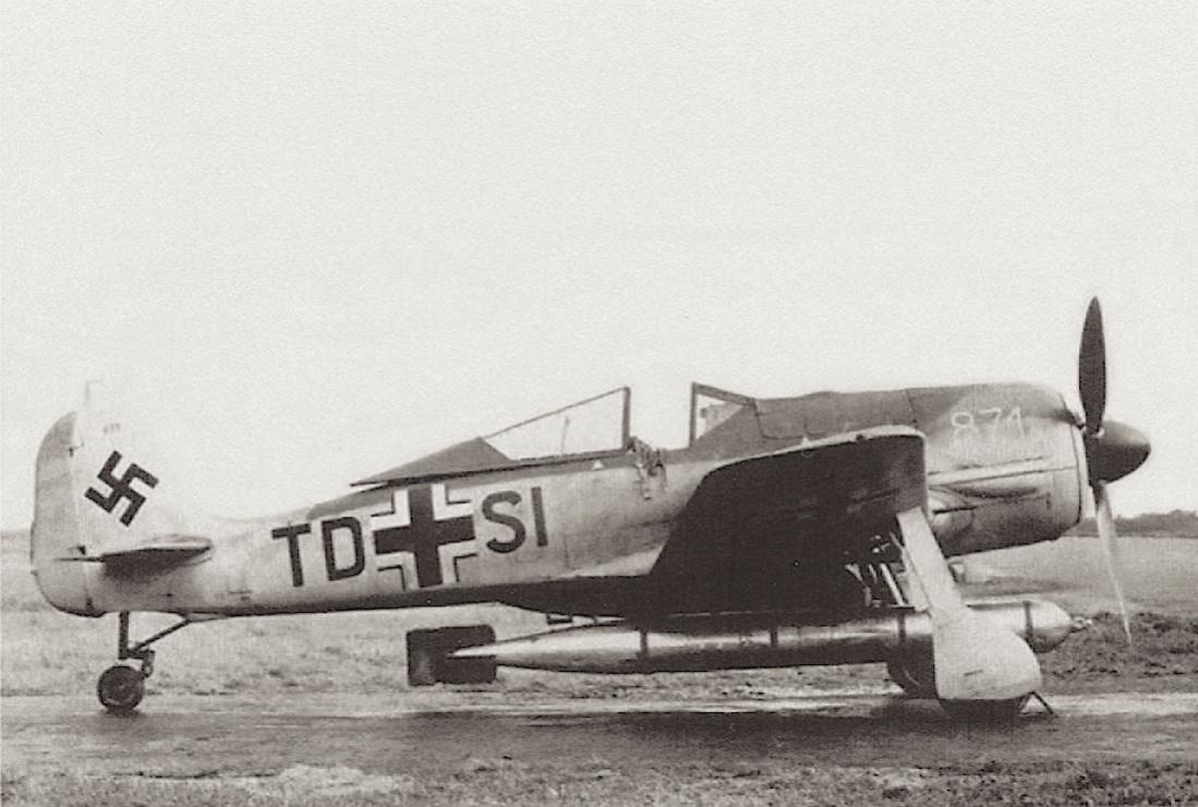 Naam: Foto 563. Focke-Wulf Fw 190A-5:U14 (WNr.0150871) van FFS C 6 met torpedo. Zie aangepaste staartw.jpg Bekeken: 51 Grootte: 96,0 KB