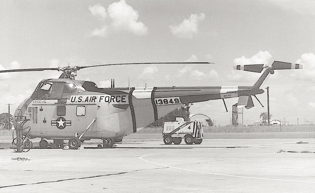 Naam: Foto 762. Sikorsky SH-19A (51-3849) at Clark Field. US Air Force (1958). 1100 breed.jpg
