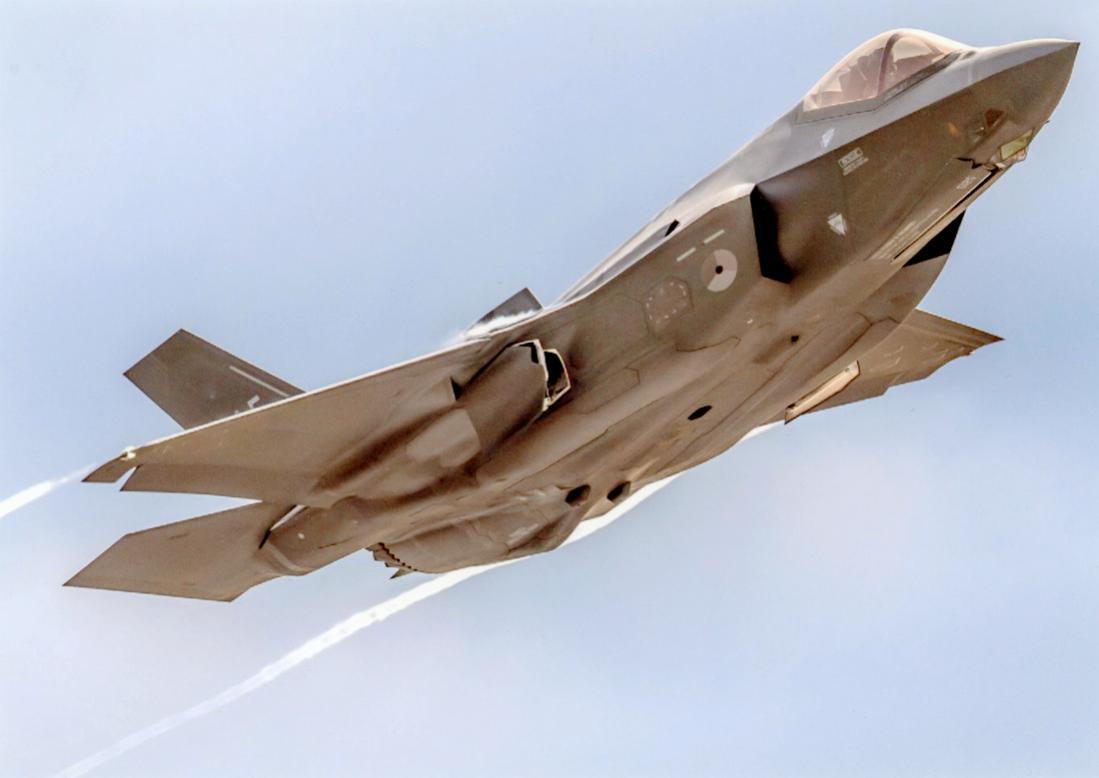 Naam: Foto 246. Lockheed Martin F-35A Lightning II van de KLu. Vermoedelijk de '015'. 1100 breed.jpg Bekeken: 142 Grootte: 50,4 KB