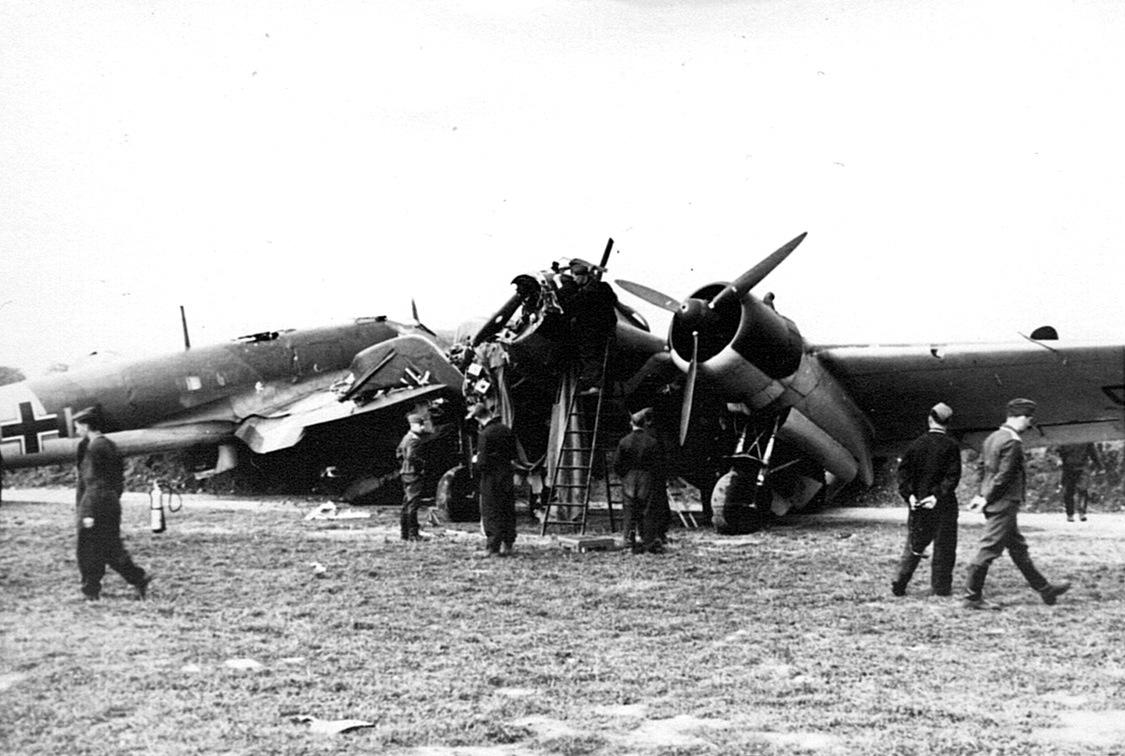 Naam: 19. Ju 88 in gecompliceerde botsing.jpeg Bekeken: 5334 Grootte: 211,0 KB