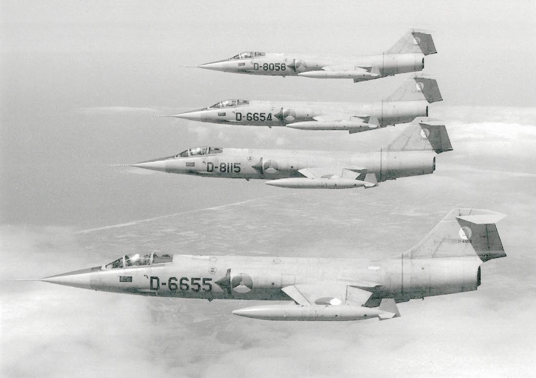 Naam: Foto 227. Formatie Lockheed F-104G Starfighters. 1100 breed.jpg Bekeken: 365 Grootte: 76,8 KB