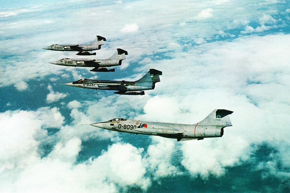 Naam: F-104G formatie (#14).jpg Bekeken: 332 Grootte: 246,8 KB