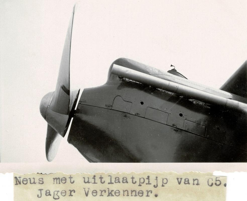 Naam: Foto 9. C.V op Luchtvaarttentoonstelling Soesterdal. Met dun vast papiertje.jpg Bekeken: 1282 Grootte: 70,0 KB