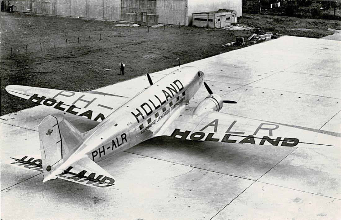 Naam: Foto 205. PH-ALR %22Reiger%22. Douglas DC-3 met Holland beschildering. 1100 breed.jpg Bekeken: 372 Grootte: 151,3 KB