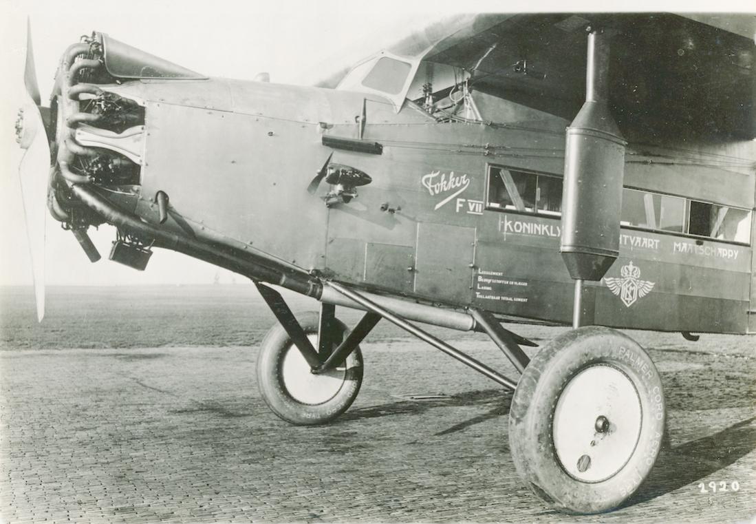 Naam: Foto 219. H-NADN (PH-ADN). Fokker F.VIIa. Op band PALMER CORD AERO TYRE. 1100 breed.jpg Bekeken: 111 Grootte: 118,5 KB