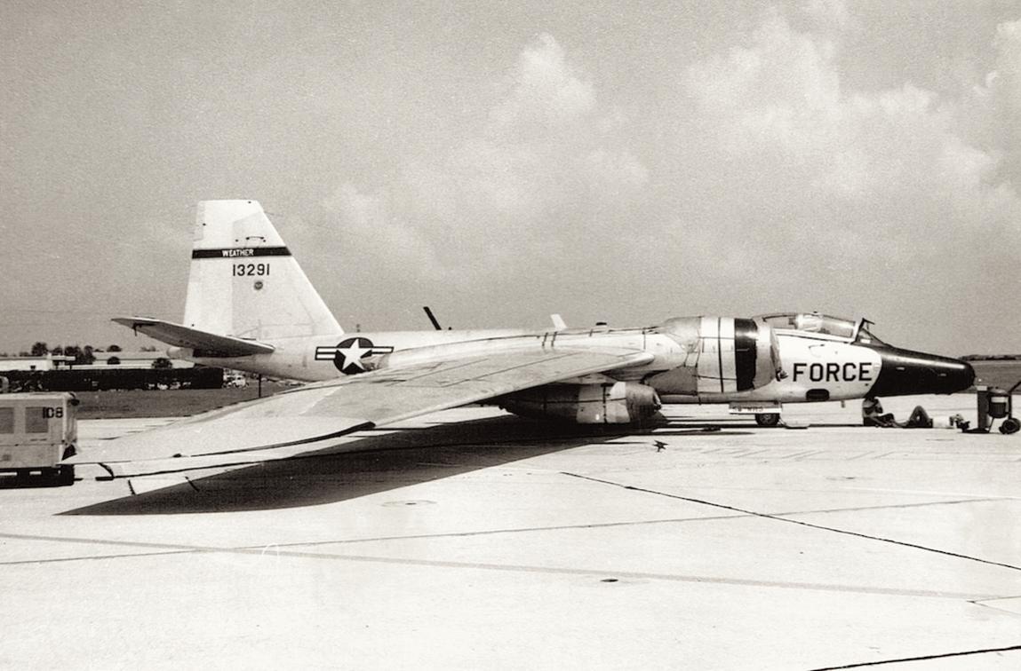 Naam: Foto 2. 58th WRS, Martin RB-57F, 63-13291.jpg Bekeken: 3732 Grootte: 105,9 KB