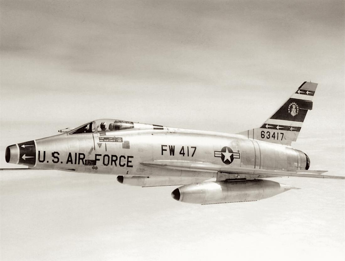 Naam: Foto 652. 56-3417 (63417) North American F-100D-85-NH Super Sabre. 1100 breed.jpg Bekeken: 242 Grootte: 64,5 KB