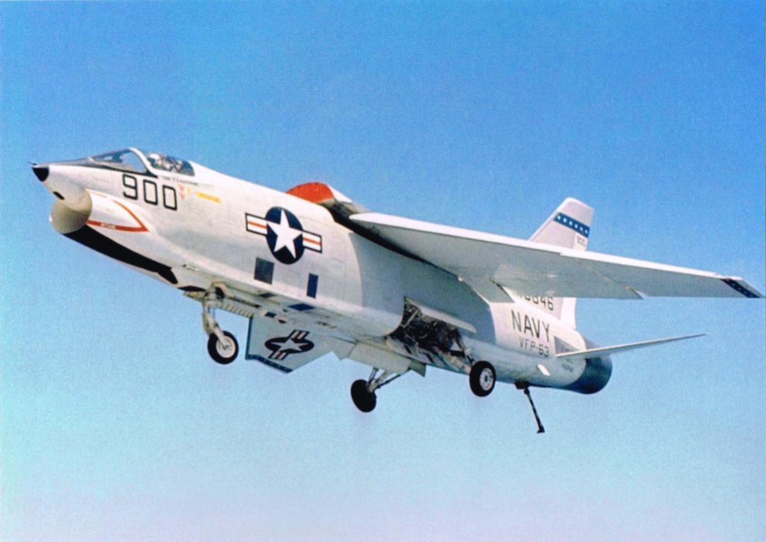 Naam: Foto 663. Vought RF-8A Crusader (BuNo 146846) of Photographic Reconnaissance Squadron 63 (VFP-63.jpg Bekeken: 220 Grootte: 93,0 KB