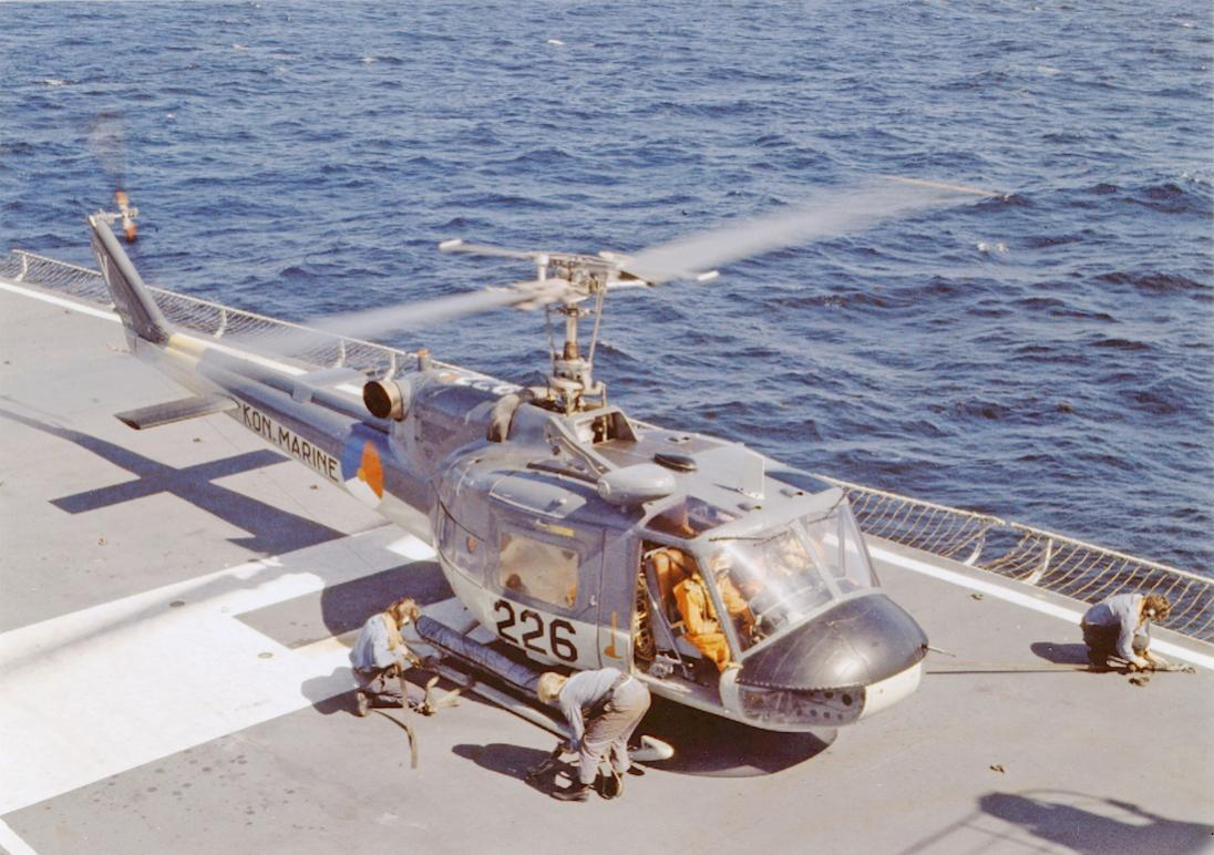 Naam: #343. '226'. Agusta-Bell 204B (I)UH-1. 1100 breed.jpg Bekeken: 198 Grootte: 126,6 KB