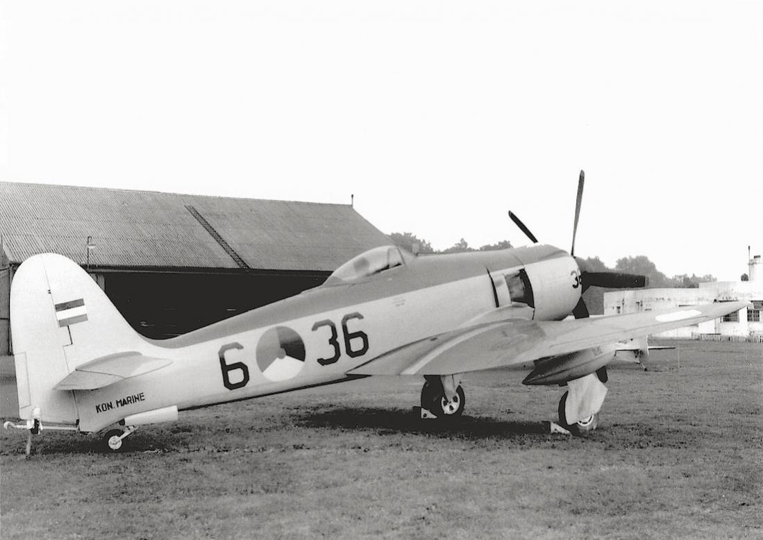 Naam: #344. '6-36' (= F-36). Hawker Seafury FB.Mk.51. 1100 breed.jpg Bekeken: 120 Grootte: 87,0 KB