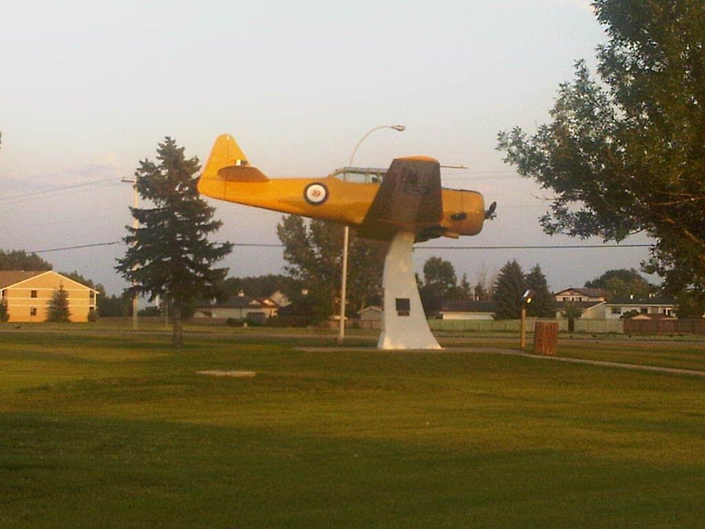 Naam: T6 , Claresholm, Alberta, Canada.jpg Bekeken: 138 Grootte: 84,3 KB