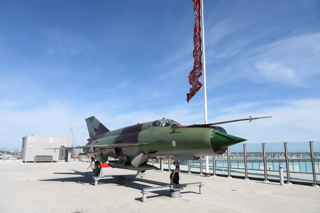 Naam: MiG-21bis , businesscenter , Helsinki..jpg Bekeken: 162 Grootte: 69,8 KB