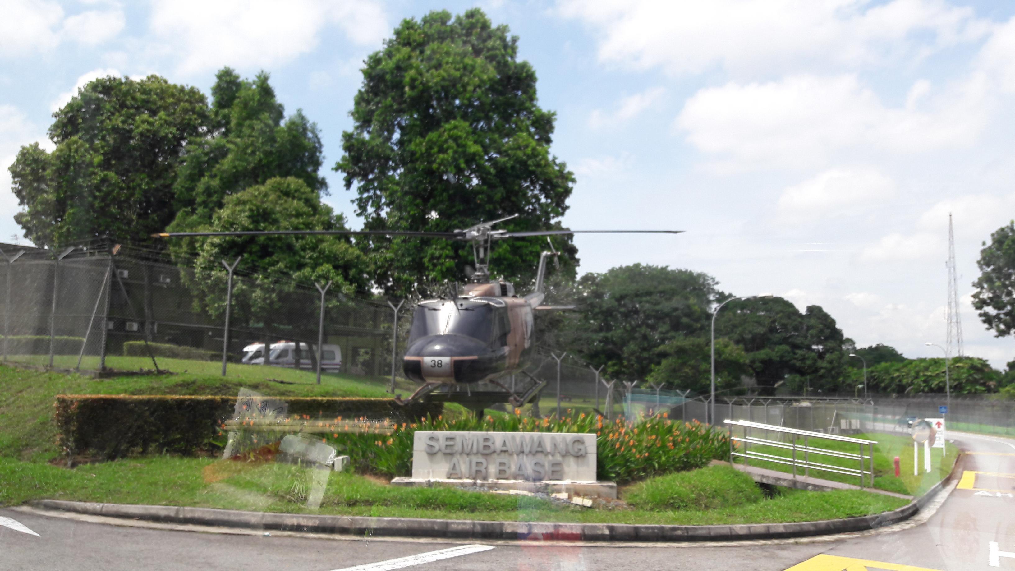 Naam: UH-1 , Sembawang Air Base..jpg Bekeken: 25 Grootte: 518,1 KB