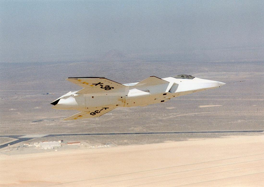Naam: Foto 777. McDonnell Douglas (later Boeing) X-36. Tailless Fighter Agility Research Aircraft. 110.jpg