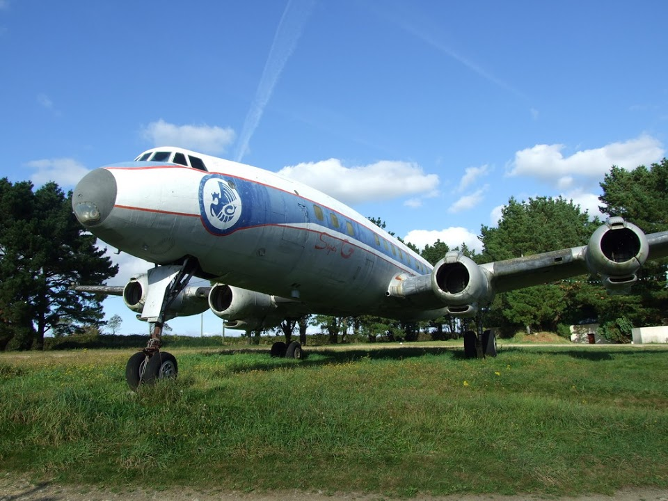 Naam: Lockheed L-1049 G Super Constellation - 4626F-BHBG Display in the night club's garden , Gourlizo.jpg Bekeken: 123 Grootte: 168,1 KB