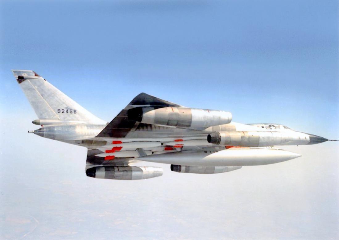 Naam: Foto 690. 59-2456 (92456). MSN 59. Convair B-58A-10-CF Hustler. 1100 breed.jpg Bekeken: 167 Grootte: 49,8 KB
