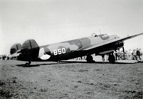 Naam: Foto 35. Tekst bij de foto. Bommenwerper T.5. 1 Juli 1939, Amsterdam. 200 dpi.jpeg Bekeken: 206 Grootte: 223,5 KB