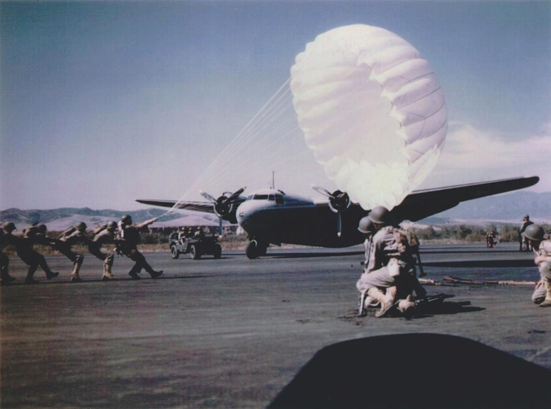 Naam: Douglas R3D-2 of United States Marine Corps (3), kopie 1100.jpg Bekeken: 206 Grootte: 71,9 KB