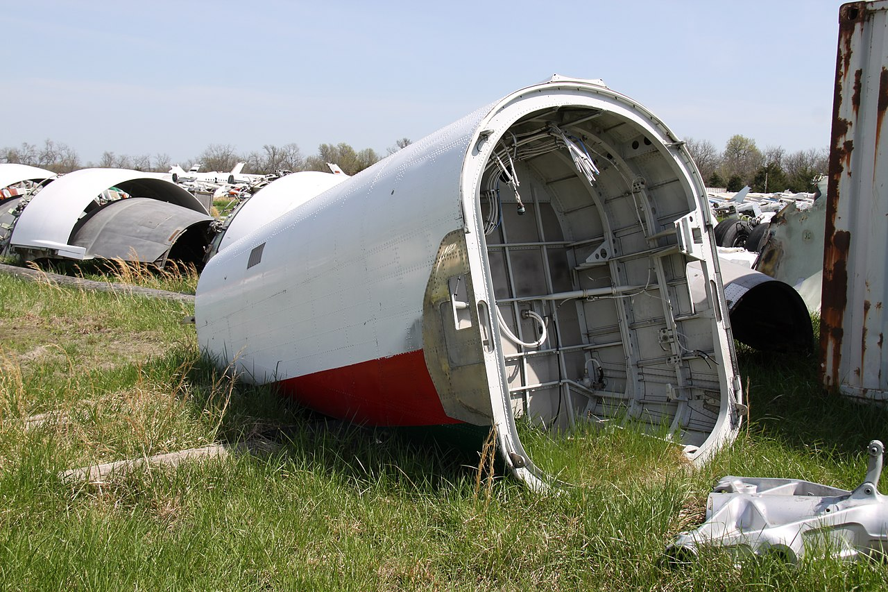 Naam: 1280px-S2-ADE_Airbus_A310_Biman_Bangladesh_Airlines_(_All_That_Remains_After_Aborted_The_Takeoff.jpg Bekeken: 699 Grootte: 332,1 KB