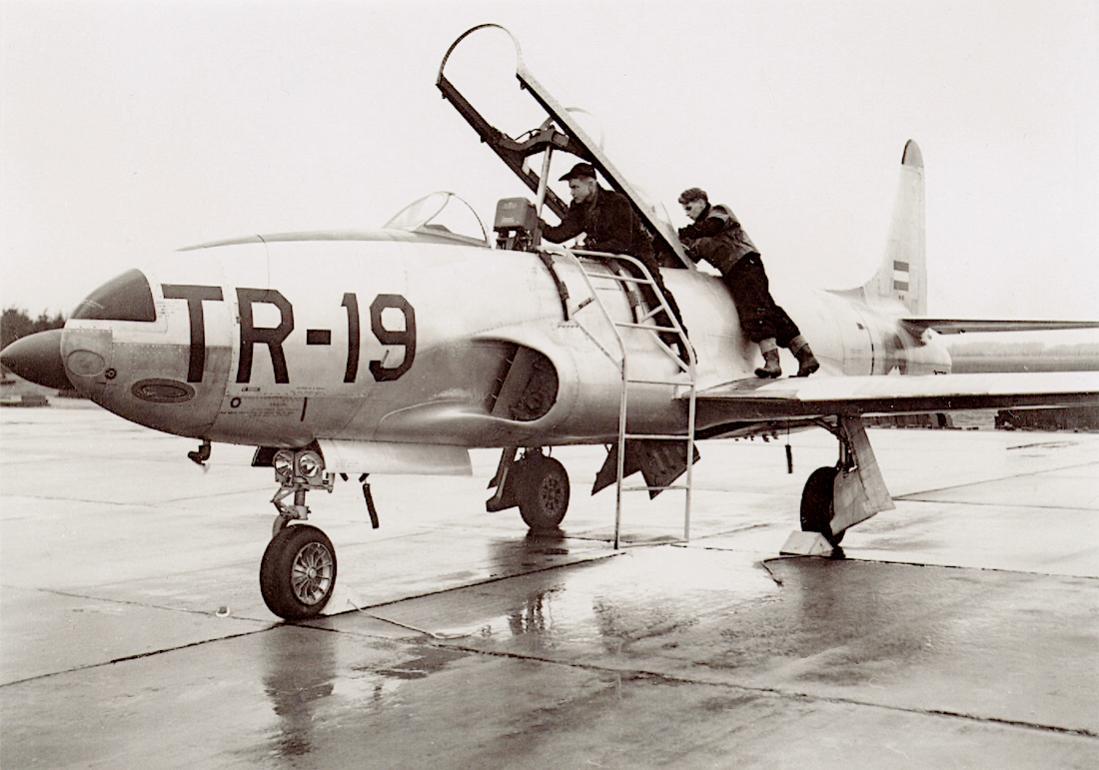 Naam: Foto 275. TR-19. Lockheed T-33A. 1100 breed.jpg Bekeken: 344 Grootte: 94,2 KB