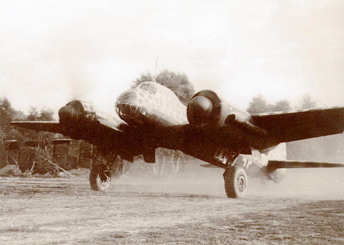 Naam: Foto 559. Junkers Ju 88 met opvallende camouflage. 1100 breed.jpg Bekeken: 248 Grootte: 97,8 KB