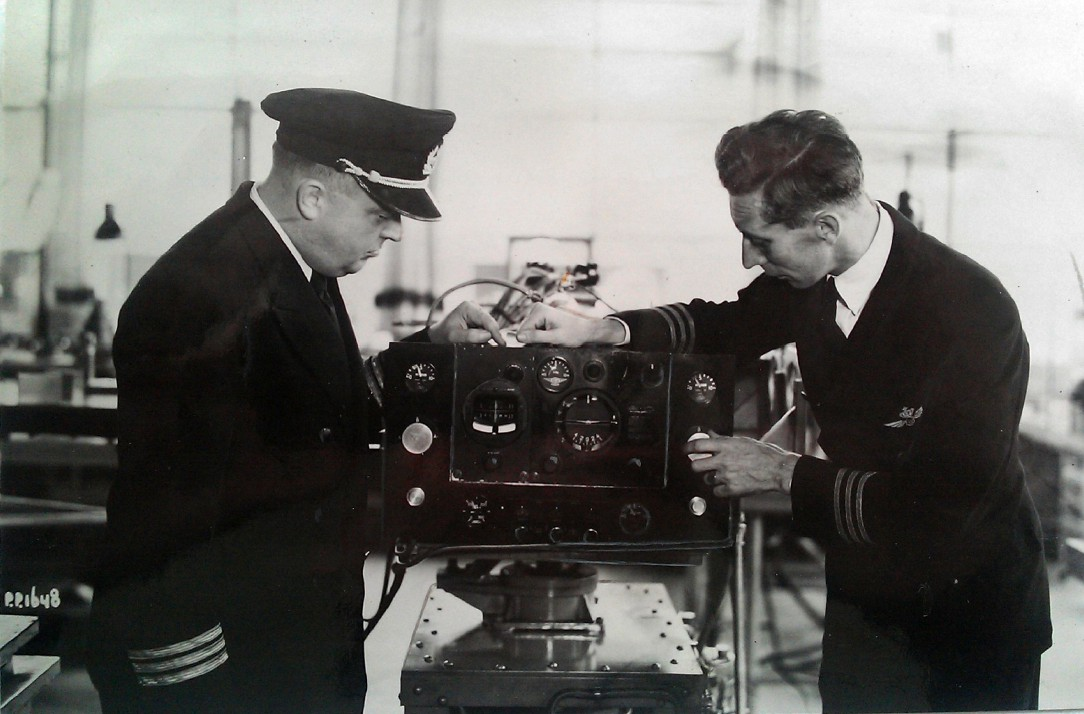 Naam: 4. 1e aut. piloot L. Scholte R. Viruly.jpg Bekeken: 343 Grootte: 148,2 KB