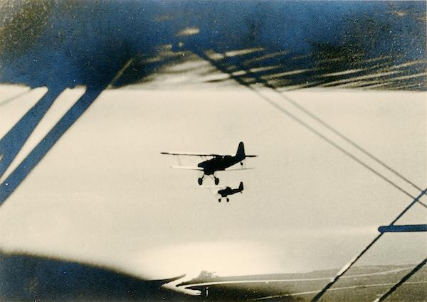 Naam: Foto 74. Txt bij foto. Thuisvlucht van een formatie C5 en C10 Jagers verkenners... boven IJsselm.jpg Bekeken: 175 Grootte: 354,1 KB