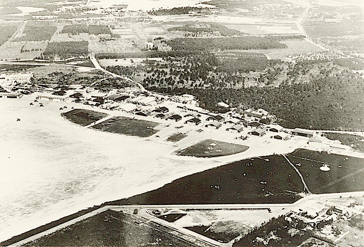 Naam: Foto 78. Luchtfoto Soesterberg, plm. 1937?.jpg Bekeken: 176 Grootte: 235,4 KB