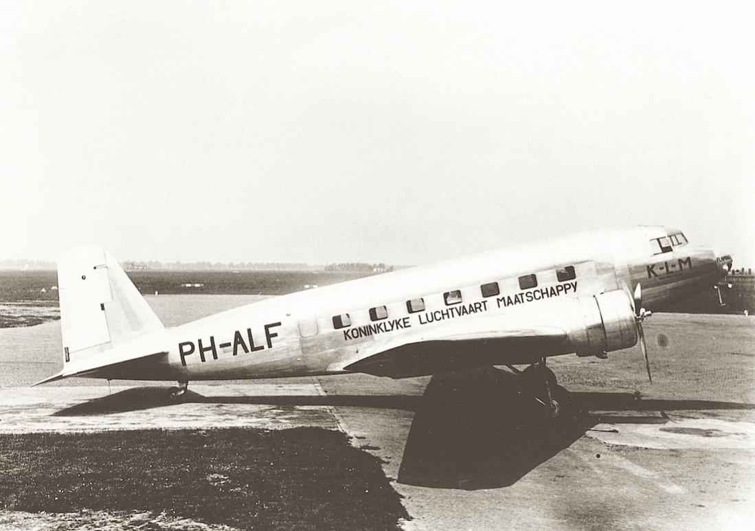 Naam: Foto 217. PH-ALF 'Flamingo'. Douglas DC-2. 1100 breed.jpg Bekeken: 196 Grootte: 89,3 KB