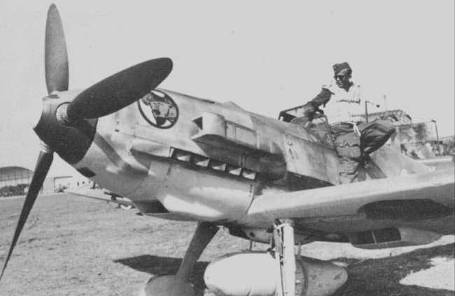 Naam: Me109-E7Trop-JG27-White10-in-Transit-Sicily-Italy-to-North-Africa-1941-232f sandfilter.jpg Bekeken: 231 Grootte: 22,7 KB