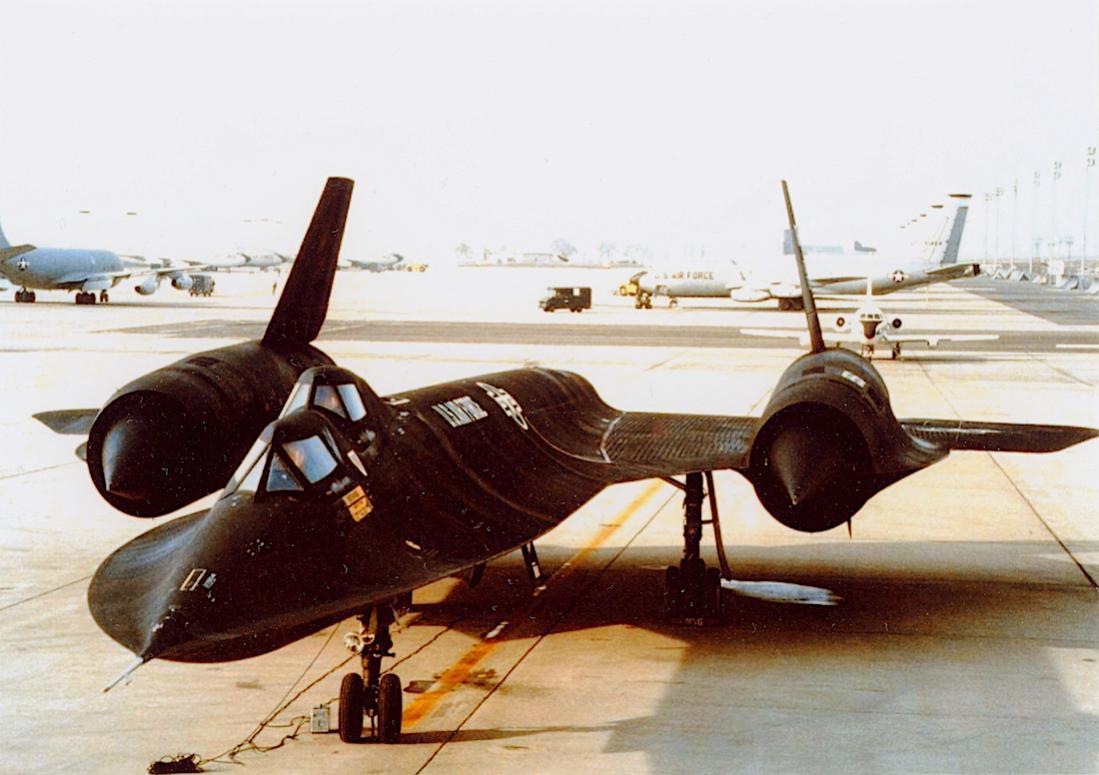 Naam: Foto 810. Lockheed SR-71B. 1100 breed.jpg Bekeken: 242 Grootte: 91,9 KB