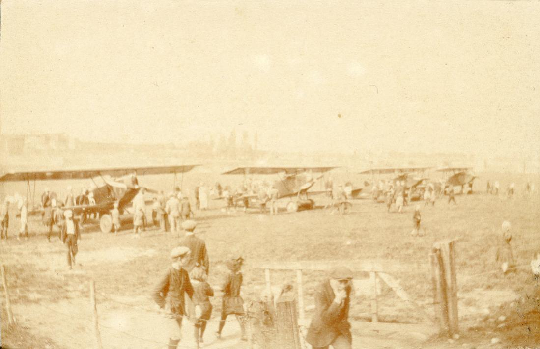 Naam: Foto 142. LVA. Op de Green (juli 1924?). 2400dpi kopie. 1100 breed.jpg Bekeken: 150 Grootte: 80,9 KB
