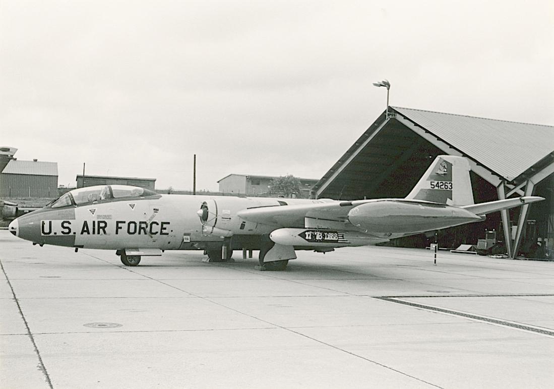 Naam: Foto 814. 55-4263. (MSN 365). Martin B-57E-MA. Converted to EB-57E. 1100 breed.jpg Bekeken: 118 Grootte: 81,6 KB