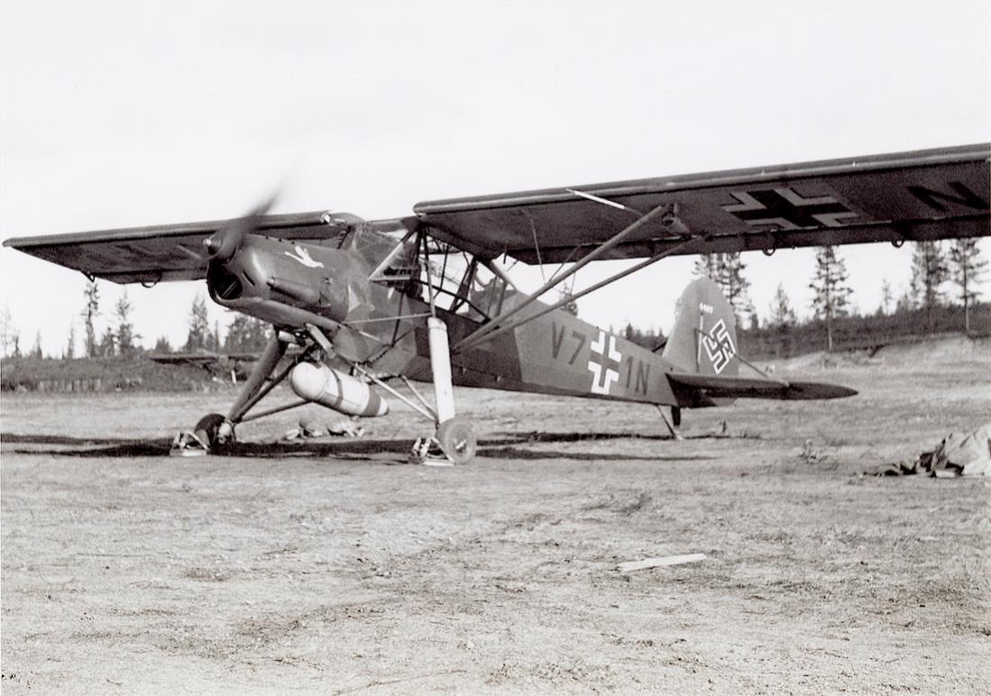 Naam: Foto 589. V7+1N (W.Nr. 4487). Fieseler Fi 156C Storch van 1:Aufkl.Gr.32 te Finland. 1100 breed.jpg Bekeken: 69 Grootte: 120,5 KB