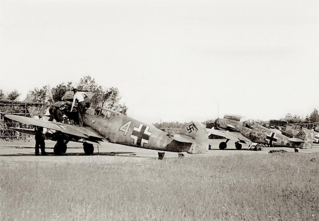 Naam: Foto 590. Onderhoud aan Messerschmitt Bf-109. 1100 breed.jpg Bekeken: 36 Grootte: 100,9 KB