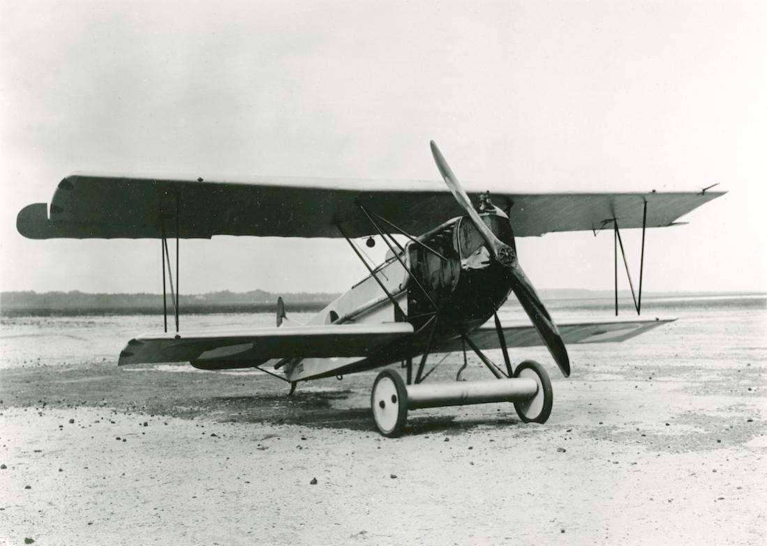Naam: Foto 144. Fokker D.VII. Geschenk van A. Fokker (1921) aan Lt. Versteegh. 1100 breed.jpg Bekeken: 53 Grootte: 82,9 KB