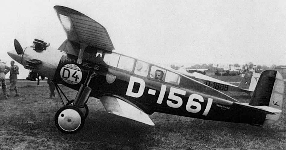 Naam: D-1561. Darmstadt D-18 gesloten cockpits.jpg Bekeken: 520 Grootte: 60,3 KB