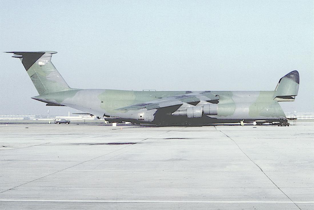 Naam: Foto 728. Lockheed C-5A Galaxy 70-0456 at Rhein Main (1986). 1100 breed.jpg Bekeken: 230 Grootte: 83,6 KB