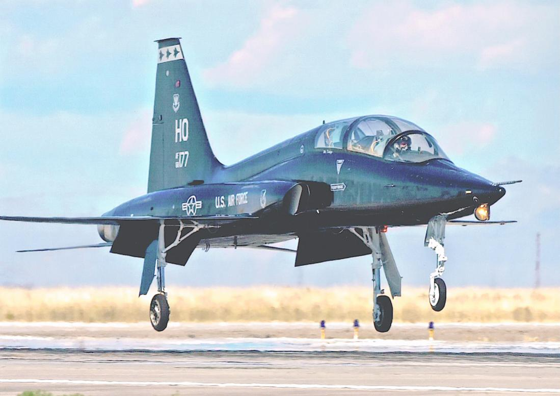 Naam: Foto 732. Northrop T-38 Talon. 1100 breed.jpg Bekeken: 99 Grootte: 80,1 KB