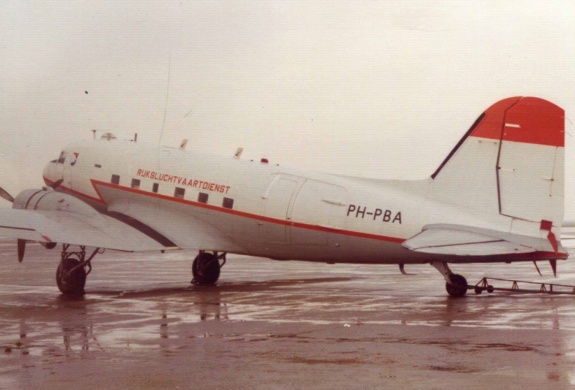 Naam: Schiphol voorjaar 1975.jpg Bekeken: 220 Grootte: 475,7 KB