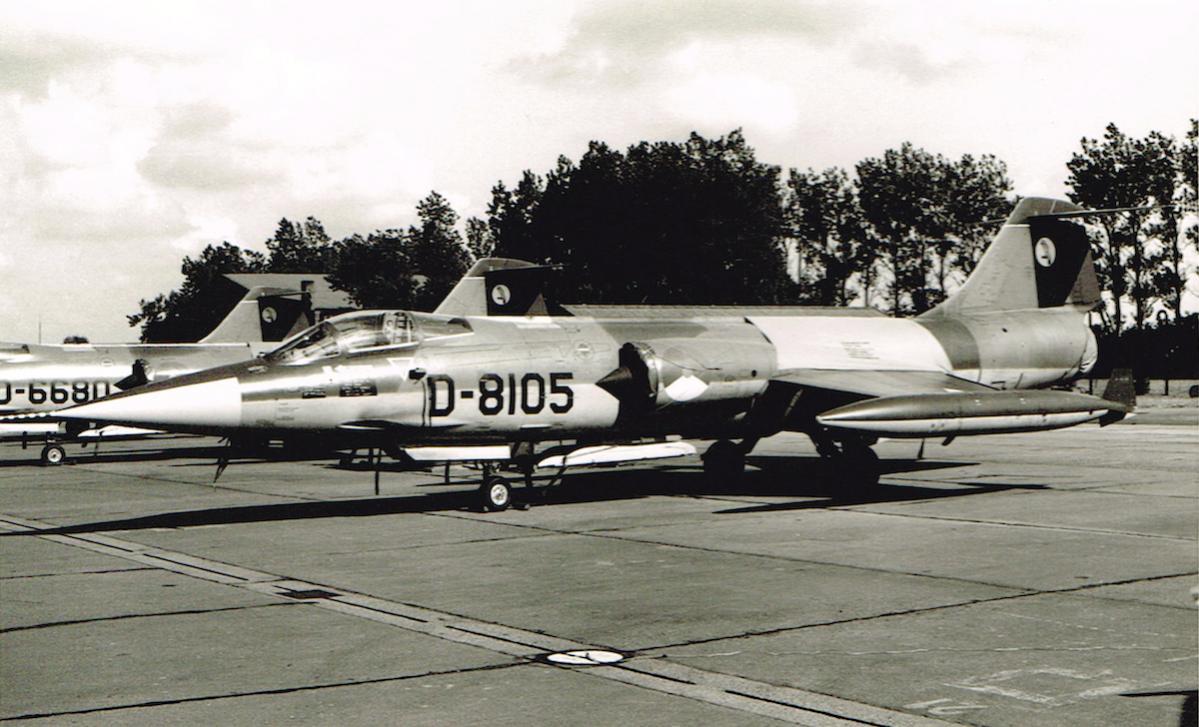 Naam: Foto 56. 'D-8105' F-104G op Leeuwarden (1970). 322 Sq.jpg Bekeken: 651 Grootte: 118,7 KB