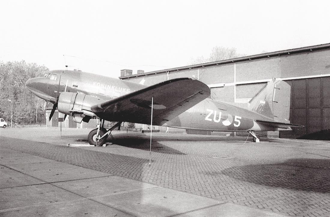 Naam: Foto 213. 'ZU-5'. Dakota in het Militaire Luchtvaart Museum op Kamp van Zeist. 1100 breed.jpg Bekeken: 390 Grootte: 106,9 KB