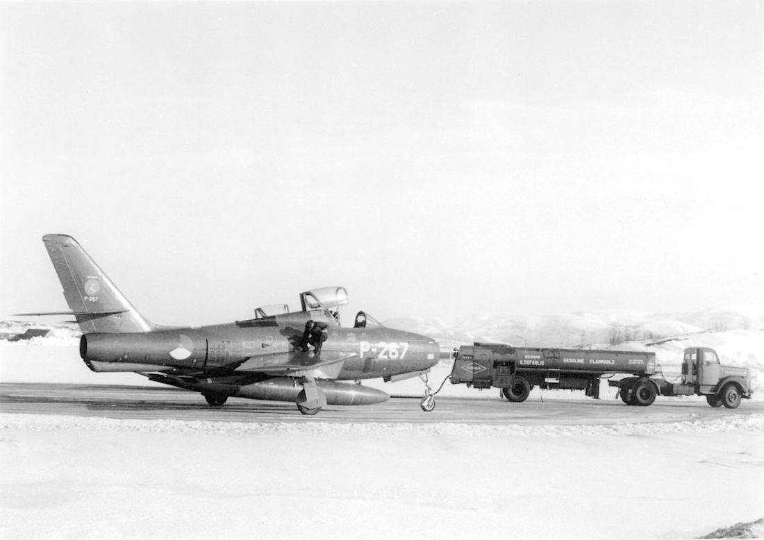 Naam: Foto 215. 'P-267'. Republic F-84F Thunderstreak. 1100 breed.jpg Bekeken: 298 Grootte: 396,0 KB